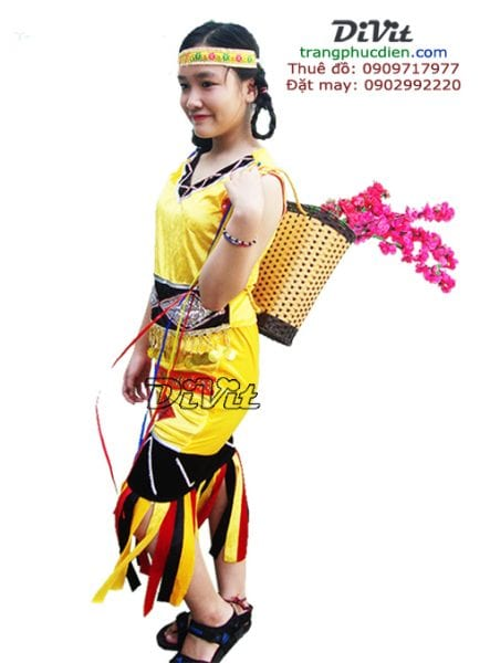 Trang-phuc-dan-toc-thue-o-dau