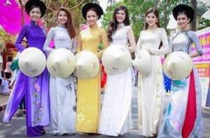 Tà áo dài Việt